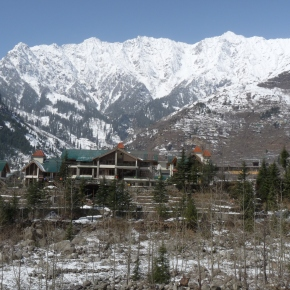 DIZZYING SNOW-CAPPED PEAKS OF MANALI