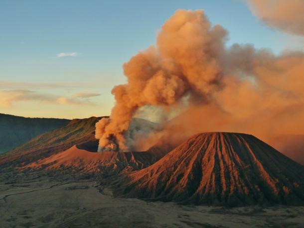 """Mount Bromo"" ""volcano indonesia"" ""volcano java"" ""3 volcanoes indonesia"" ""active volcano indonesia"" ""active volcano"" ""Lord Brahma temple indonesia"""