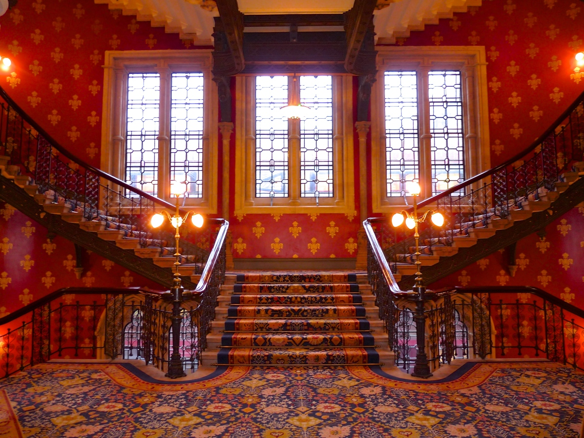 Gothic grand window overlooking the grand staircase st for Grand designs hotel